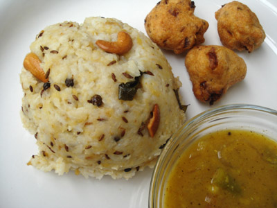 Ven pongal, White pongal served with vadai and sambar